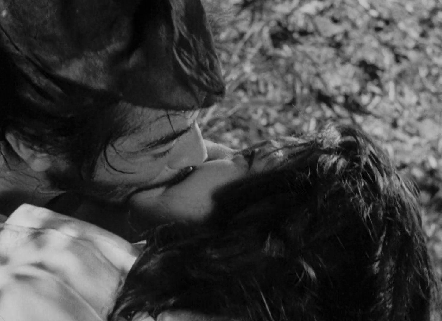 rashomon by akira kurosawa essay When akira kurosawa made rashomon (1950), he was a forty-year-old director   like most of kurosawa's films, rashomon, based on two stories by  in this  essay originally published in the new yorker, roger angell hails.